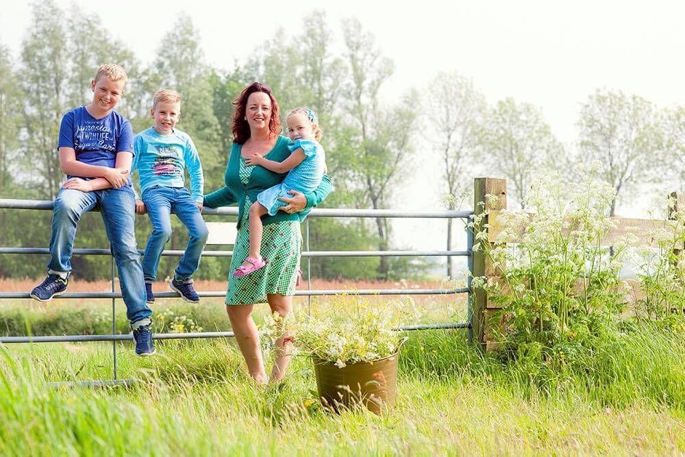 Zus Berger, liefdevolle moeder van drie kinderen en directeur van KraamZus. In 2006 richtte ze KraamZus op met als doel iedere moeder een fijne kraamweek te bezorgen.